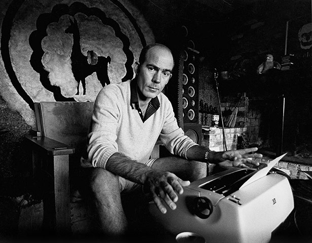 hunter s. thompson and his typewriter